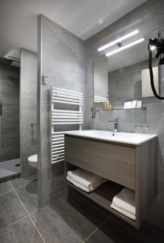 salles de bains cl s en main. Black Bedroom Furniture Sets. Home Design Ideas